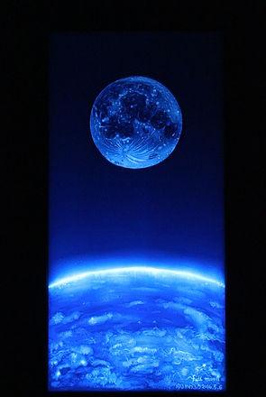 美術作家ゆるかわふうがスタイロフォームを用いて描いたアート作品 月 full moon