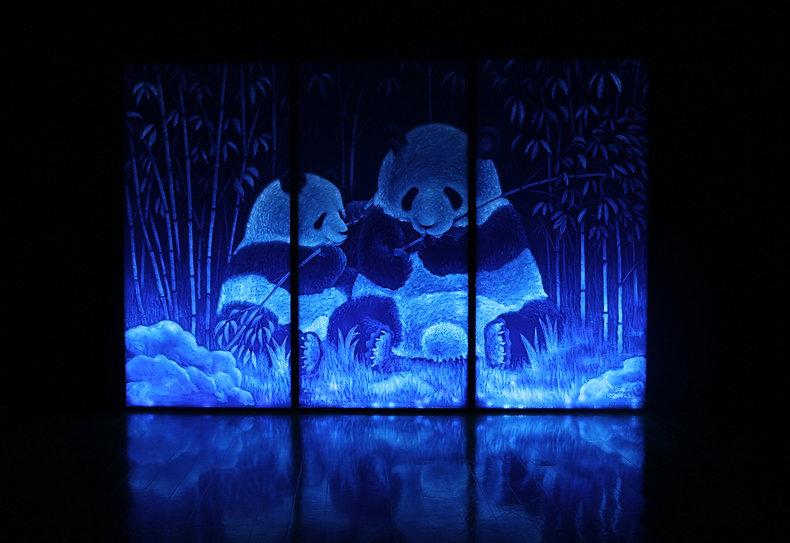 新進気鋭の現代アーティストゆるかわふうが発泡断熱材を用いた世界初のオリジナル技法「光彫り」で制作した作品です。