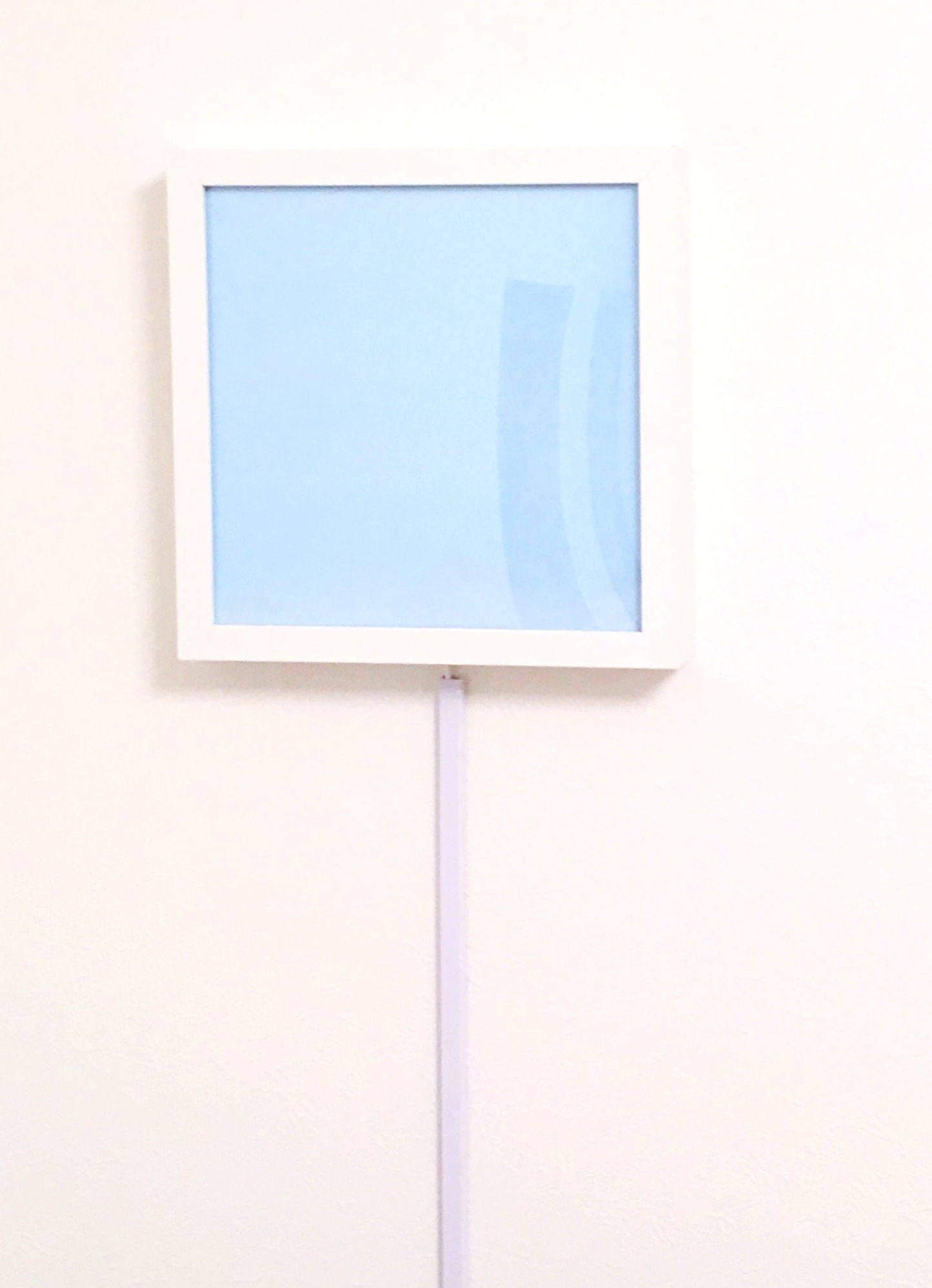 B.壁に直接固定する例