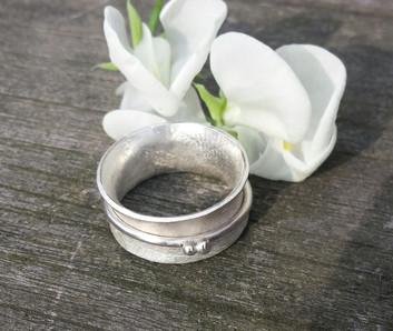 Sweet Pea Spinner Ring