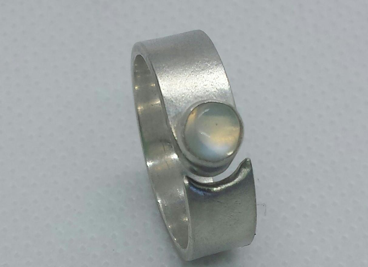 Lunar Crescent Ring