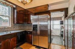 05_4017DeyoAve_177001_Kitchen_HiRes.jpg