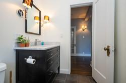 09_2315-N-Commonwealth_2N_323_Bathroom_P