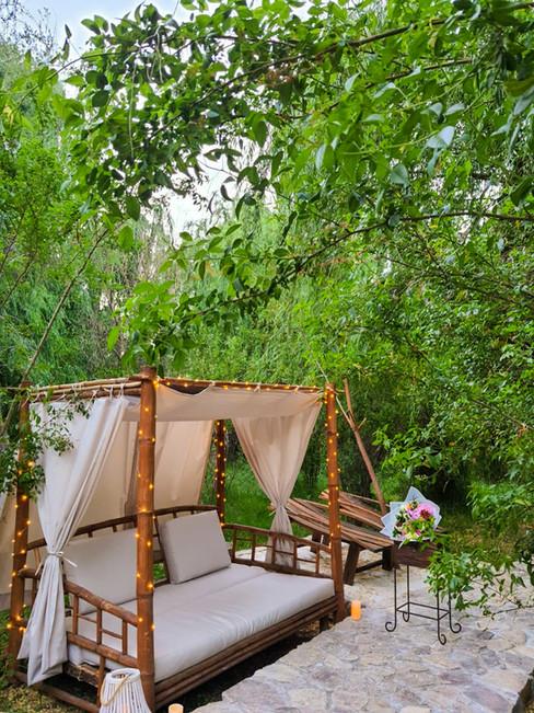 Descanso en Cama de Bambú