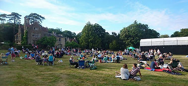 Cleeve House Pre-show Picnic