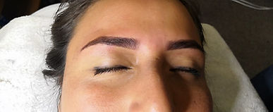 Henna-brows-aplicacion-2_edited.jpg