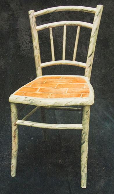 Chaises décorée selon leur style