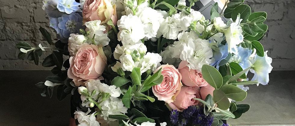 La Tulipe - Light / 02 / Пионовидные розы , Дельфиниум и Матиола