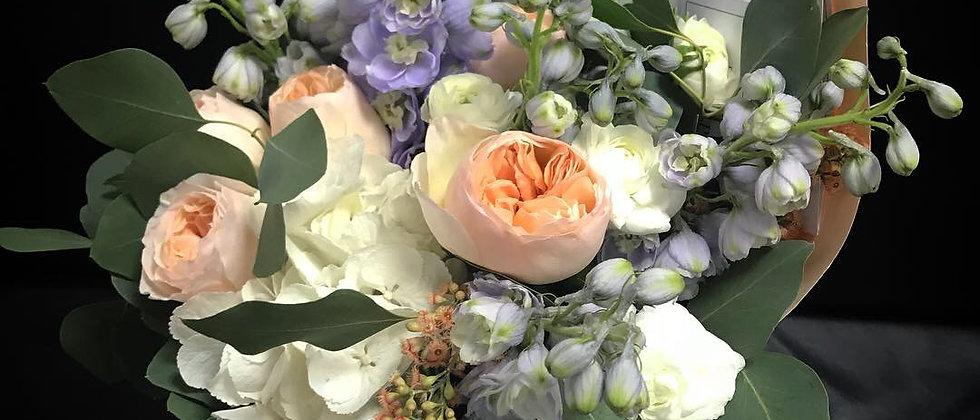 Лавандовый дельфиниум ,гортензия и розы Остина s/m/l