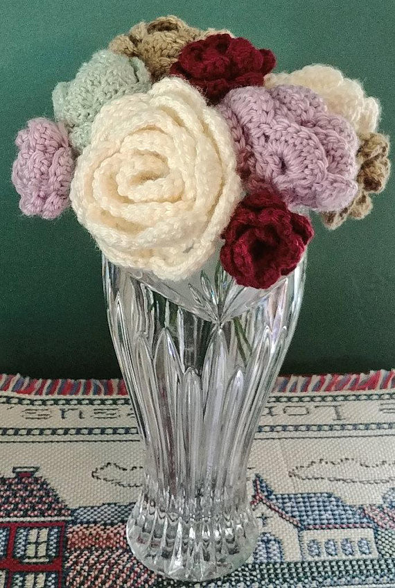 Large and small crochet roses