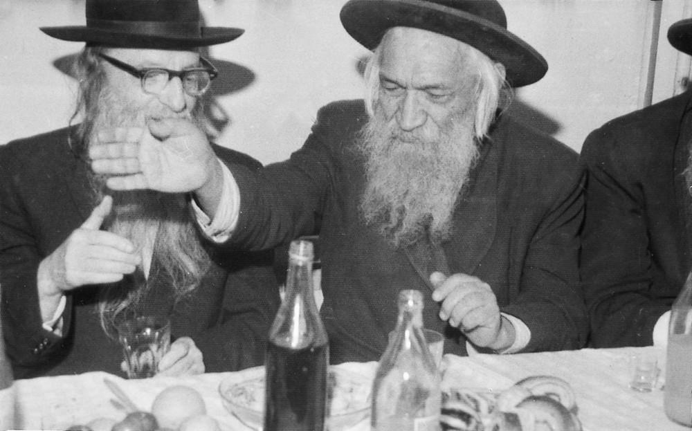 """בכנישתא חדא עם רבי אהרן שלמה הלוי קצנלנבוגן בסעודת מצוה זיעועכי""""א"""