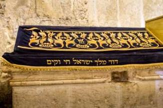 על כסאו לא ישב זר... ברוך אתה ה׳ מגן דוד