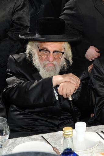 רבי יחזקאל ראטה זיע״א, גאב״ד בית המדרש קהל יראי ה' קרלסבורג, בשכונת בורו פארק