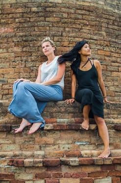 Elle & Vikki, Kudumbigala rock monastery / Sri Lanka · 2015