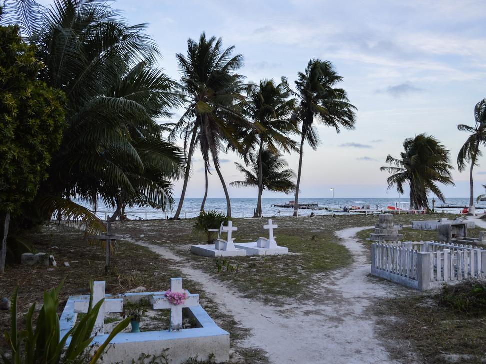 Cemetery, Caye Caulker / Belize · 2014