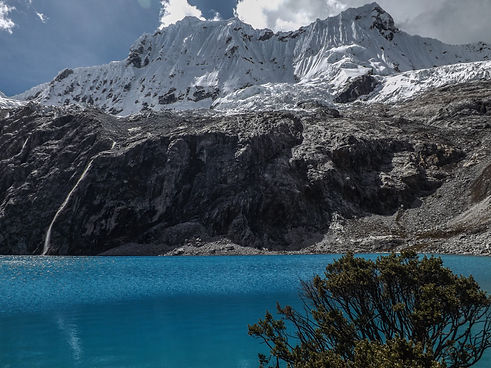 Turqoise Lagoon Waters at Laguna 69 in Peru's Huaraz Region