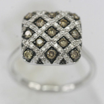 DIAMOND CRISS SQUARE PAVE RING