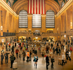 GRAND CENTRAL TERMINAL: AN EARLY DECEMBER NOON IN THE MAIN CONCOURSE (2009/12)