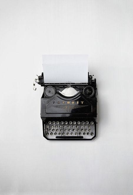 typewriter-498204_1920.jpg