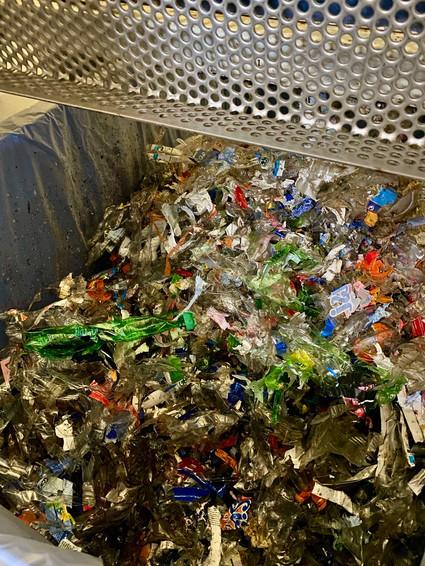 Plastic dat door de shredder is geweest.