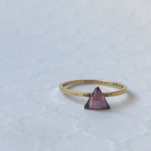 SZ 9 Pink Triangle Marine Debris Stone Jewelry Ring in Gol