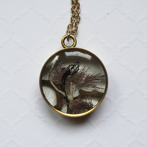 Tide Pool Pendant in Round, Deep, Gold #126
