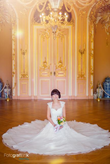 Hochzeitskleid | Brautstrauss | Tanzsaal