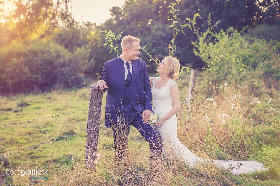 Brautpaar | Vintage | Holzpfahl | Draht