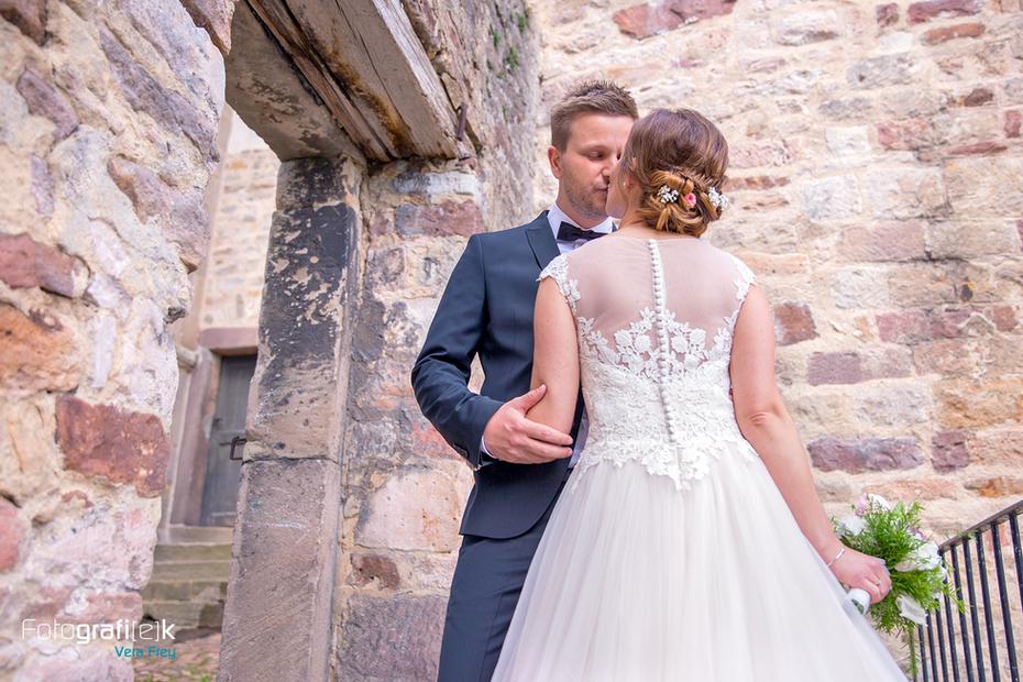 Hochzeit | Brautpaar | Shooting | Mauer | Stiftskirche | Kaufungen