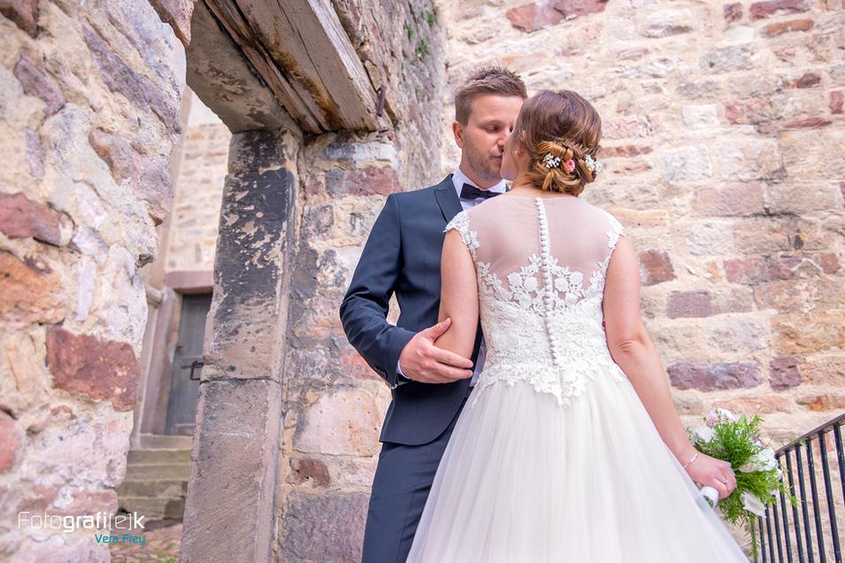Hochzeit   Brautpaar   Shooting   Mauer   Stiftskirche   Kaufungen