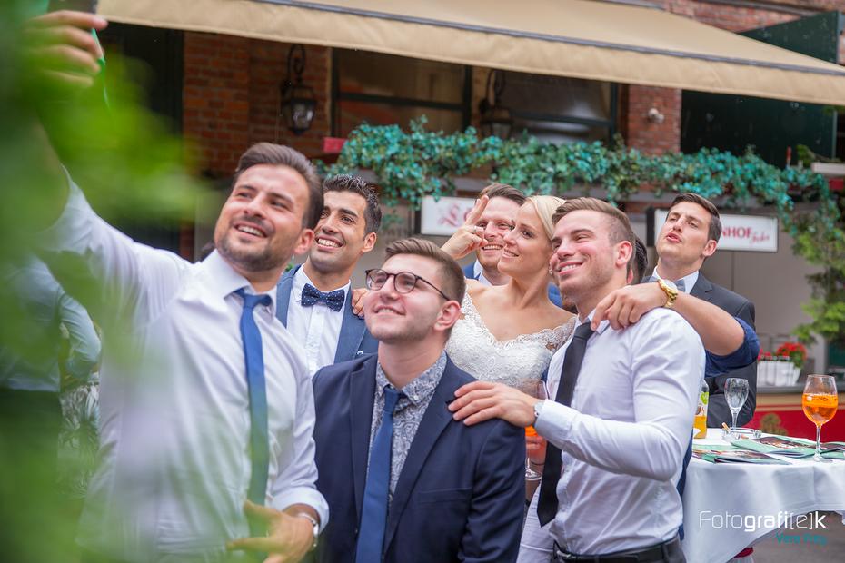 Selfie | Braut | Männer | Hochzeit | Löwenhof