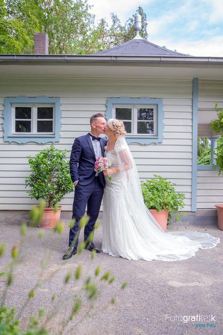 Brautpaar | Shooting | Brautstrauß | Holzhütte