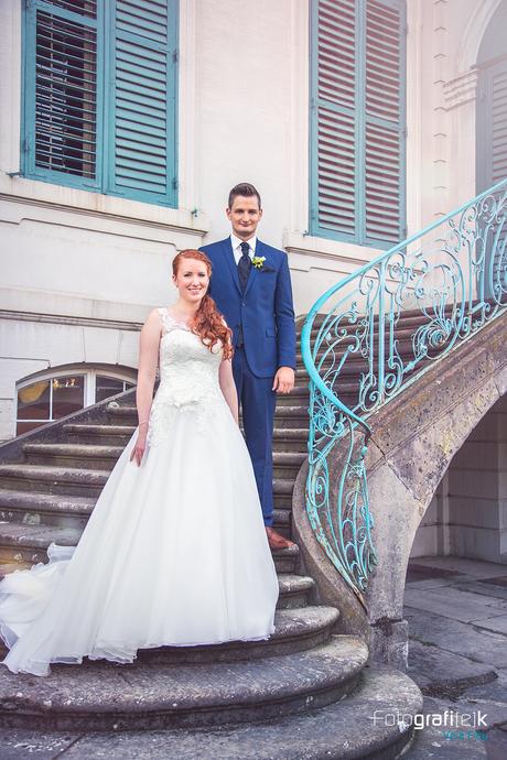 Brautpaar | Treppe | Holzfenster