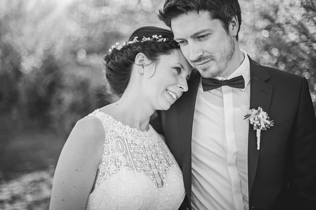 Verliebt   Brautpaar   schwarz weiß