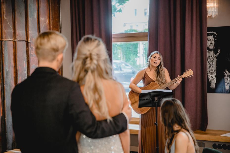 Standesamt-Sängerin-Sandra-Berninger-Sc