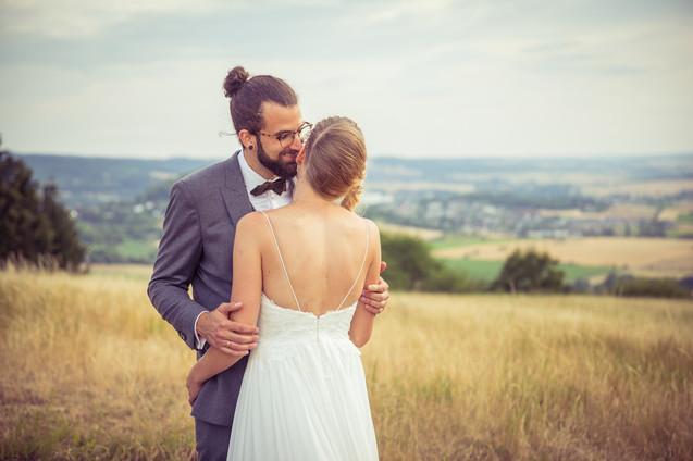 Flüstern | verliebt | Brautpaar