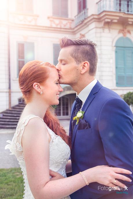 Bräutigam | Kuss | Stirn | Braut