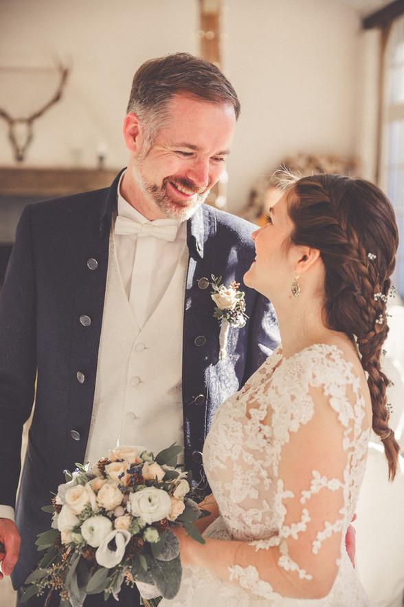 Hochzeitsfoto | Schafstall | Grischäfer