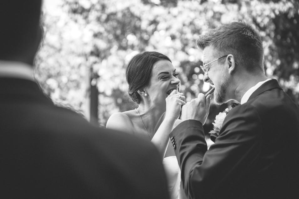 Snack   Brautpaar   schwarz-weiß