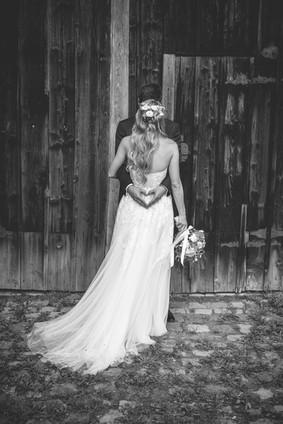 Scheune   Schwarz-weiß   Brautkleid