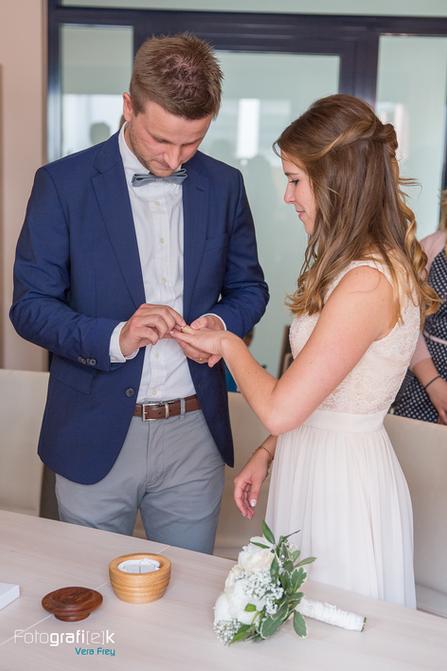 Ringwechsel   Standesamt   Brautpaar   Trauung