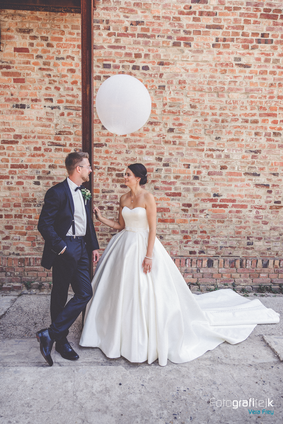 Brautpaar   Luftballon   Backsteine