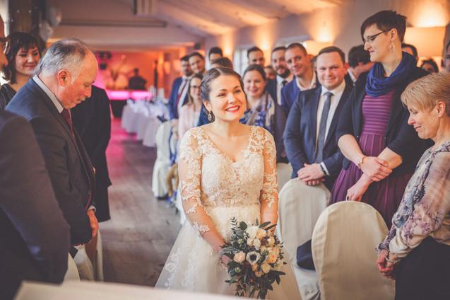Braut | freie Trauung | Schafstall