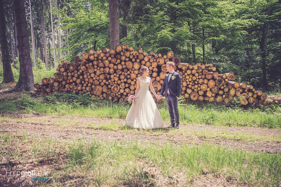 Brautpaar   Shooting   Wald   Holz   Brautstrauß
