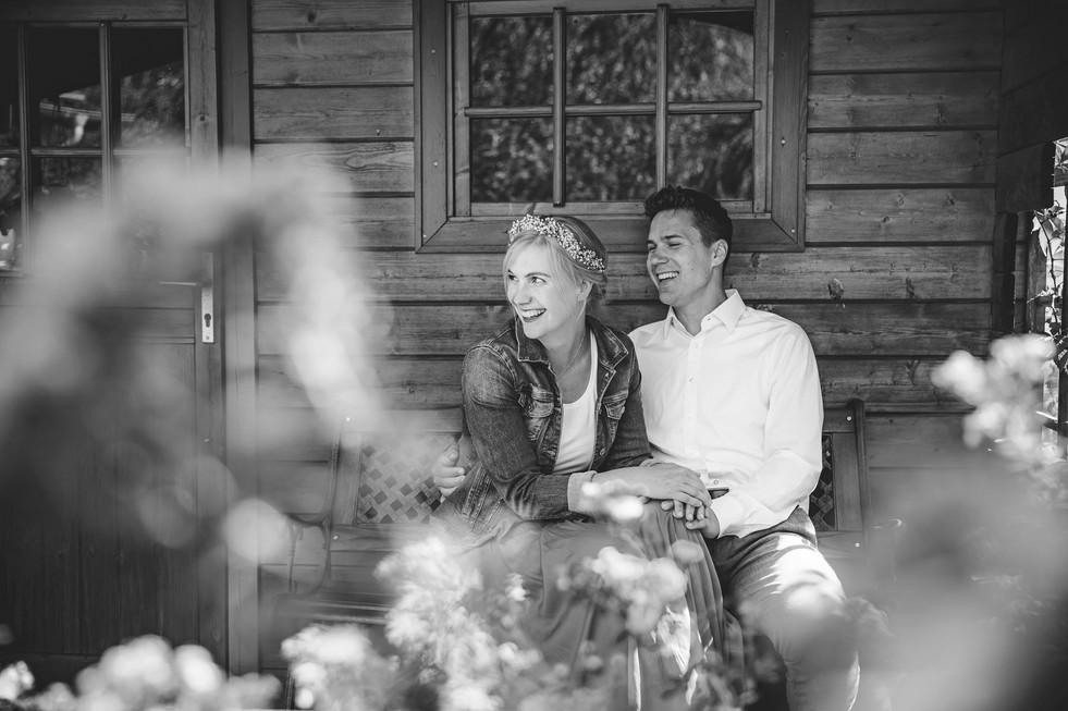 Gartenhütte | Jeansjacke | Brautpaar