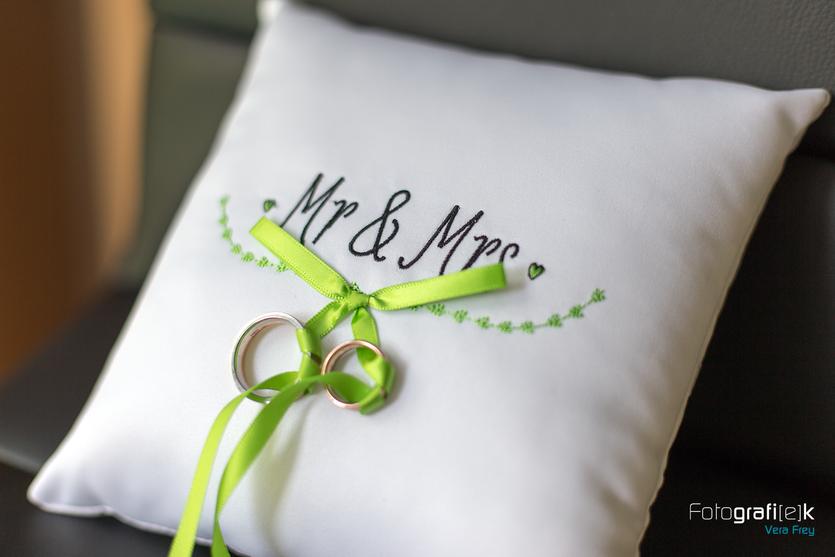 Mr. & Mrs. | Ringkissen