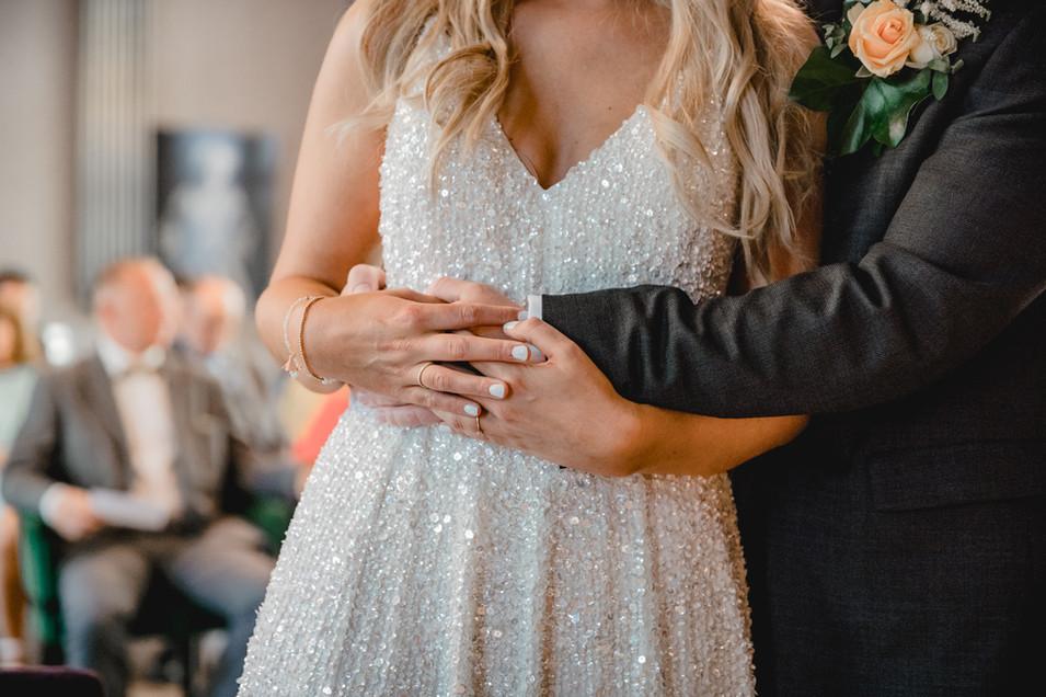 Hände-Brautpaar-Detail.jpg