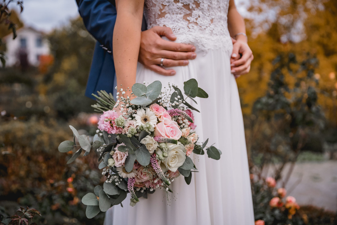 Brautstrauß-Herbst-Brautpaar-Kleid-Vinta