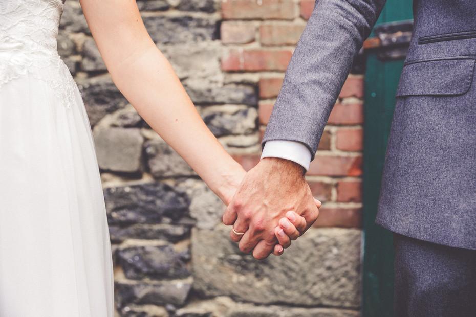 Hände | Brautkleid | Anzug