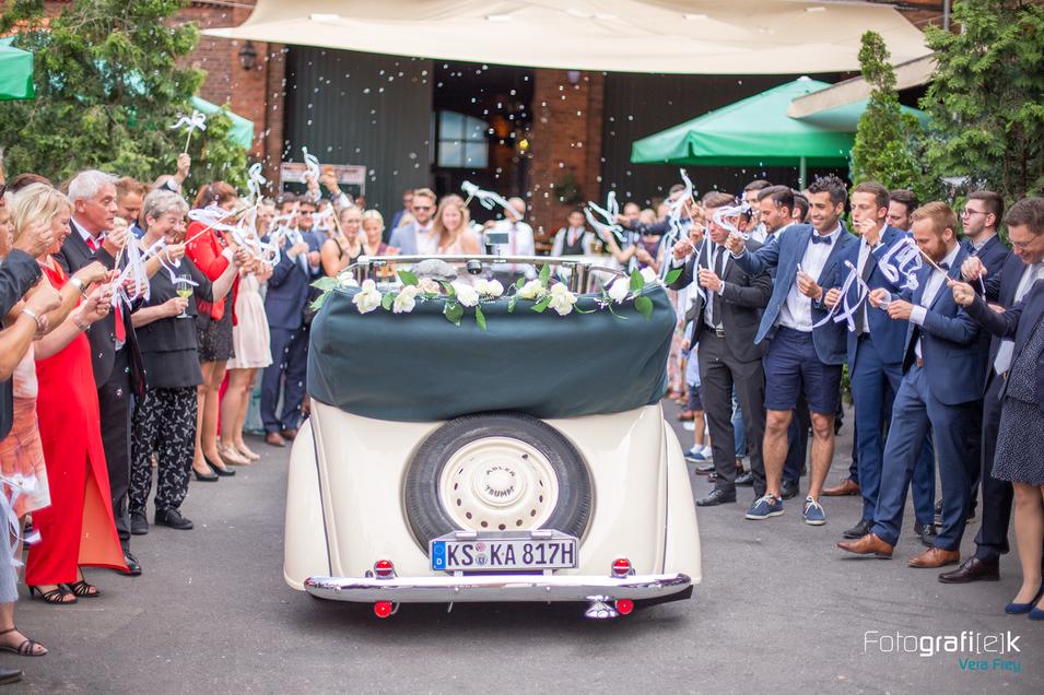 Brautauto | Seifenblasen | Hochzeit | Gäste | Jubel